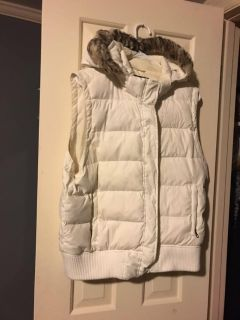 White American Eagle vest with fur trimmed hood