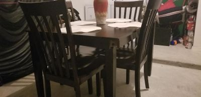 4 piece dinning table with 4 chairs