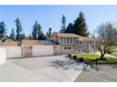 Puyallup Real Estate Home for Sale. $475,000 4bd/2.75 BA. - Travis Robinson of