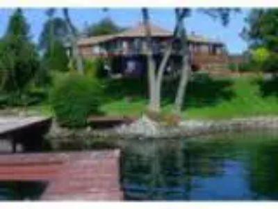 Inn for Sale Niagara River Inn