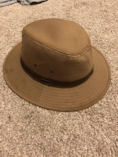 Size large hat ((MOVING SALE))