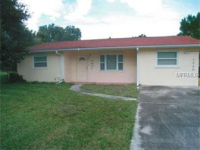 2/1 HOME IN THE GOLF AND FISHING COMMUNITY OF LAKE ESTATES