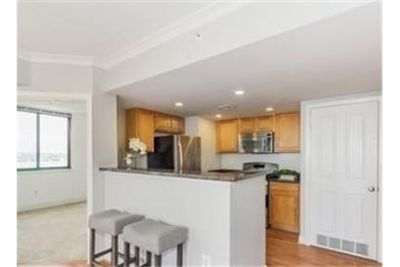 Baltimore, Great Location, 2 bedroom Condo. Parking Available!
