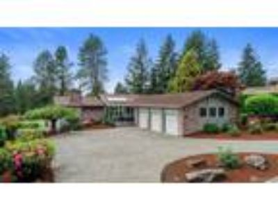 Kent Real Estate Home for Sale. $699,900 2bd/2.5 BA. - Gary Wagner of