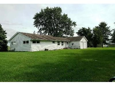 2 Bed 1 Bath Foreclosure Property in Monroe Center, IL 61052 - N Mulford Rd
