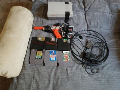 Nintendo NES with 2 controllers, gun and 6 game