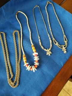 Group of 4 necklaces