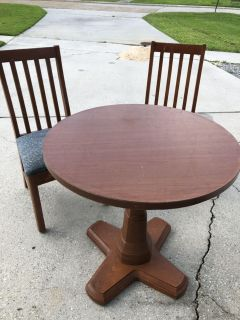Small lightweight table and 2 chairs