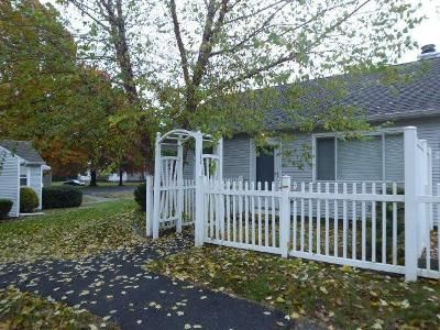 2 Bed 1 Bath Foreclosure Property in Chicopee, MA 01022 - Collins St