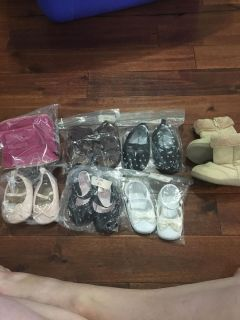 7 pairs of baby shoes.