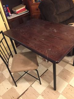 Kitchen table and matching set of 4 chairs