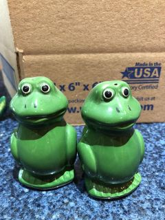 Salt and pepper shakers - frogs