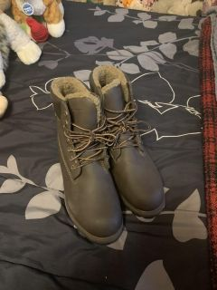 Men s boots like new size 10