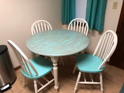 Solid Wood Round Drop Leaf Table with 4 Chairs