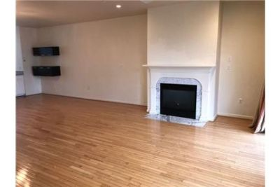 Magnificent 3 Bedroom & Den Townhome with Garage in Federal Hill