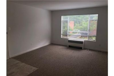 Spacious 1 Bedroom 1 Bath Apartment on the Top Floor of the Desired Parkside Community