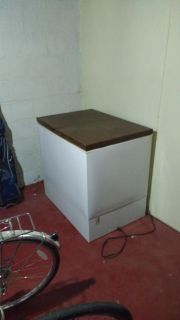 Chest Freezer 9 cubic feet with basket