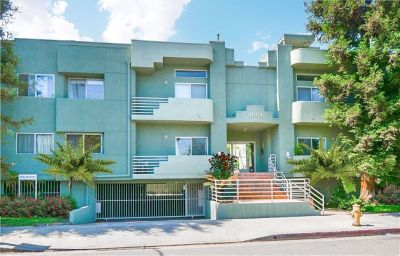 For Sale: 2 Bed 3 Bath condo in North Hollywood for $525,000