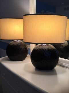 Table lamps includes shades