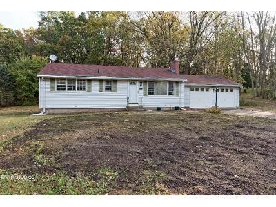 2 Bed 1 Bath Foreclosure Property in Broad Brook, CT 06016 - Rye St