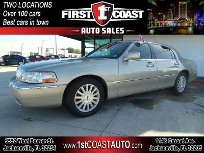 2004 Lincoln Town Car Signature (GOLD)