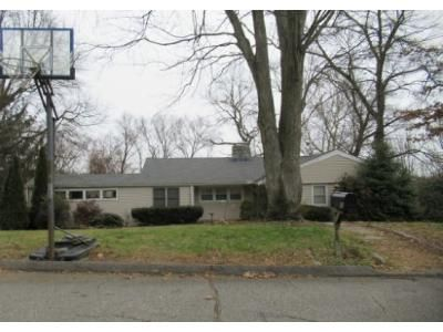3 Bed 2 Bath Foreclosure Property in Trumbull, CT 06611 - Valley View Rd