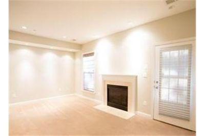 Beautiful End Unit Town home in sought after Fairwood!