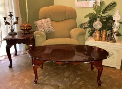 Beautiful Queen Anne Style Coffee Table BUYER BACKED OUT AVAILABLE