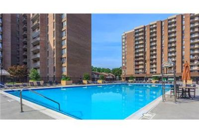 2 bedrooms Apartment - Towers boasts an ideal urban location.