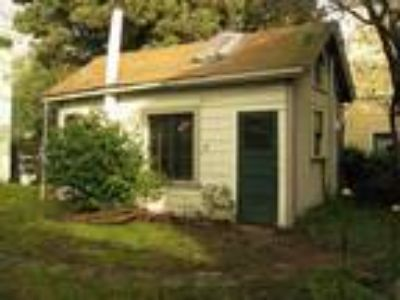 $1950 - 350ft2 - Small and Lovely Historic 1906 Berkeley Garden Cottage (fully