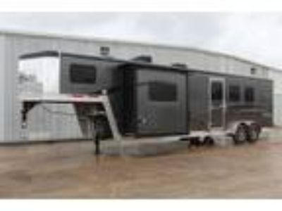 2018 Bison Trail Boss 3 Horse Living Quarters Trailer 3 horses
