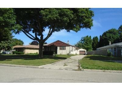 3 Bed 2 Bath Preforeclosure Property in Milwaukee, WI 53218 - N 78th St