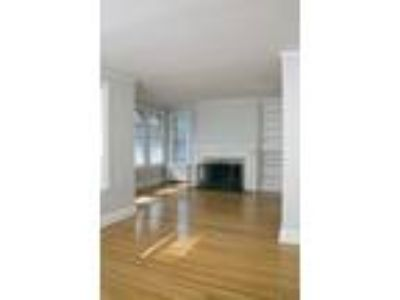 St. Regis - One BR, One BA - 900-999 Sq Ft
