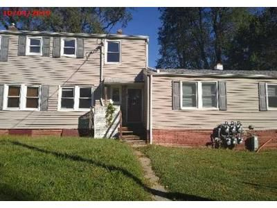 2 Bed 1 Bath Foreclosure Property in Lincroft, NJ 07738 - Barker Ave