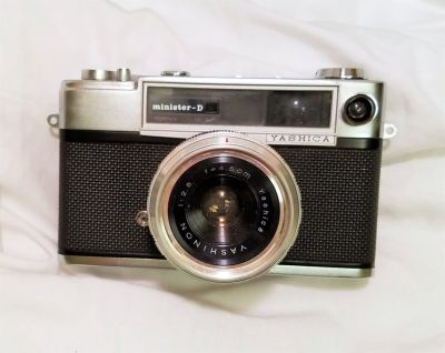 Antique Yashica Minister D 35 mm Film Camera 2.8 45 mm Lens 1963 Black Case