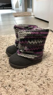 Baby toddler girl fuzzy winter boots size 5 NWT