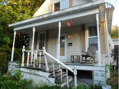 2 Bed 1 Bath Foreclosure Property in Bloomington, IL 61701 - W Walnut St