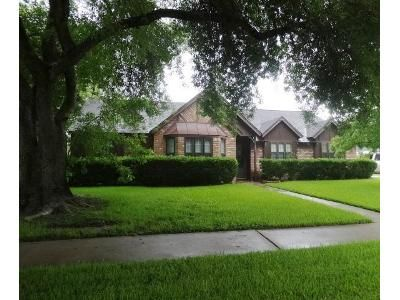 4 Bed 3 Bath Foreclosure Property in Friendswood, TX 77546 - W Castle Harbour Dr