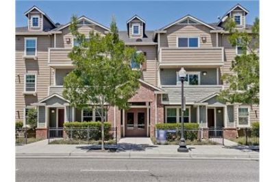 Available Now! Beautiful condo in north Sunnyvale.