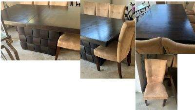Dining table and chairs - Naperville 60564