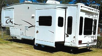 By Owner! 2004 33ft. Nu-Wa Hitchhiker II w/3 slides