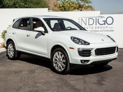 2017 Porsche Cayenne Base (white)