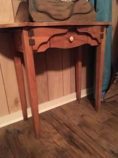 Pretty antique couch table !