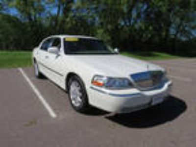 used 2006 Lincoln Town Car for sale.