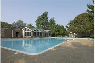 1 bedroom Apartment - Nestled amongst the mature trees and professional landscaped grounds. Pet OK!