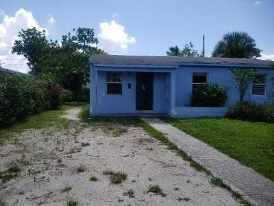 4 Bed 2 Bath Foreclosure Property in Lake Worth, FL 33460 - S D St