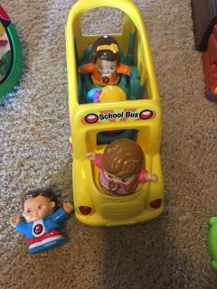 Vtech bus and 5 people