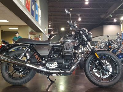 2018 Moto Guzzi V7 III Carbon Shine Standard/Naked Motorcycles Saint Charles, IL