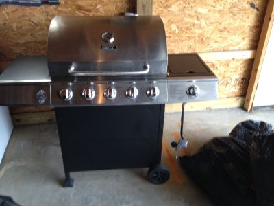 EUC Gas Grill with Propane Tank $150.00
