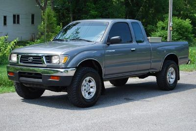 $1,700, 1995 Toyota Tacoma 4x4 Pick-up